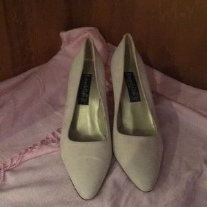 Kenneth Cole Classic Pumps